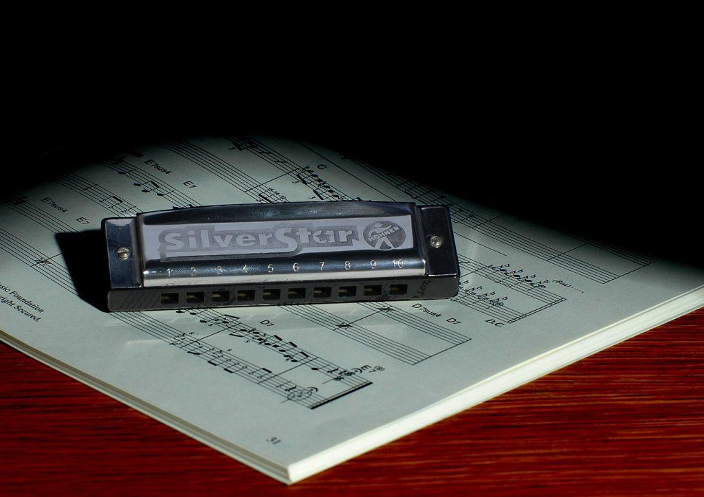 harmonica-621257_1280